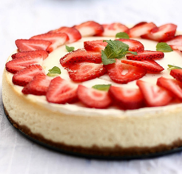 Cheesecake with Strawberry and Basil