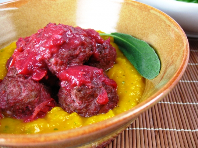 Recipe: Cranberry Glazed Turkey meatballs to spice up your party ...