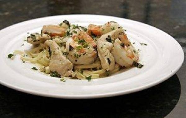 Delicious Garlic chicken with shrimps