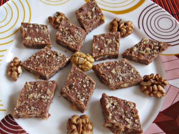 Easy walnut fudge