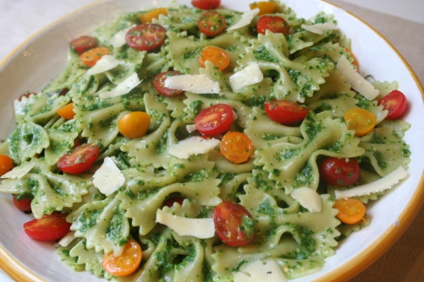 Farfalle with Spinach Pesto