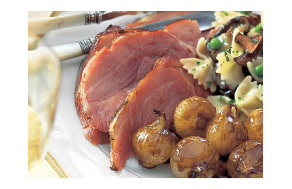Glazed ham with roasted onions
