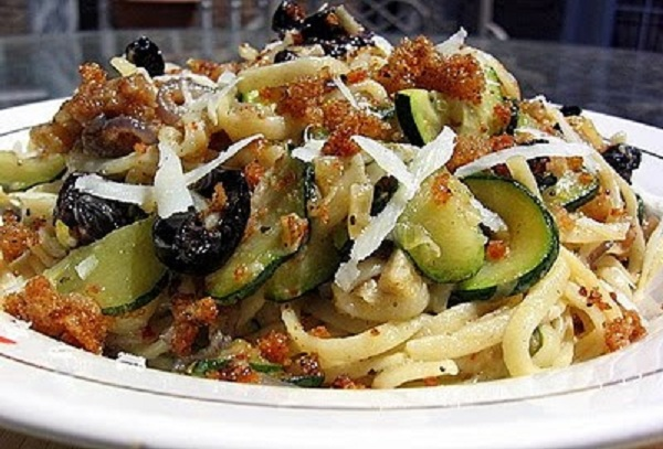 Linguine with zucchini and Riccotta