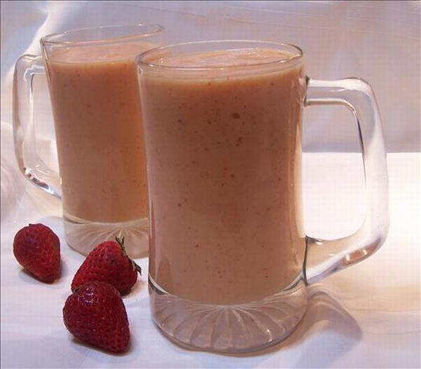 Mango ginger strawberry smoothie