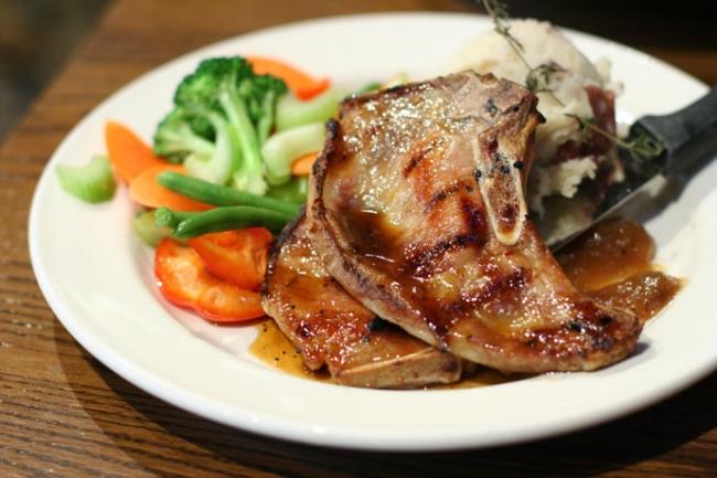 Pork chops with vegetables