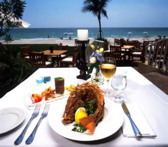 Wonderful dinning along the beautiful sea side