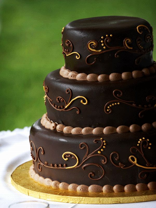 How to bake a chocolate wedding cake always foodie for Living room 5 minute chocolate cake