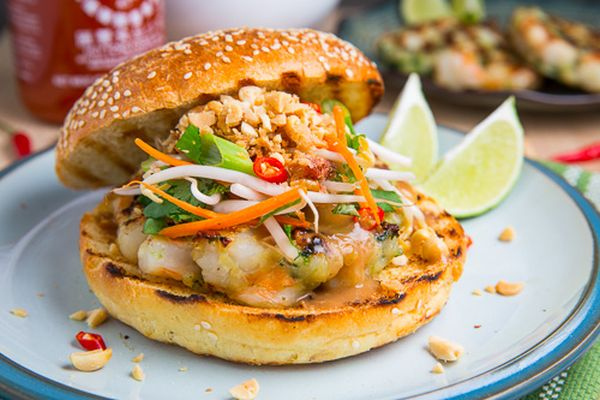 Minced shrimps burger