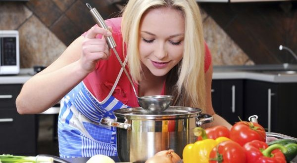 Lady cooking as good as a chef 600x330