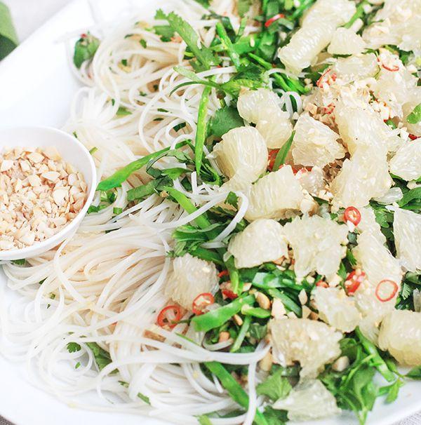 Pomelo noodles salad