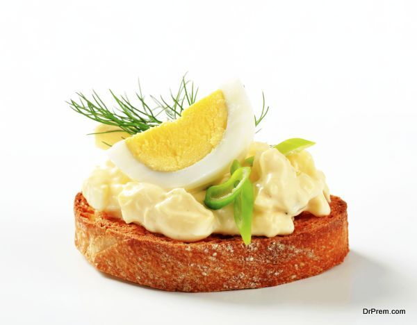 Toasted bread and egg spread