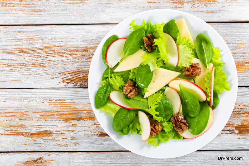 Warm-apple-salad-with-apple-cider-vinegar.