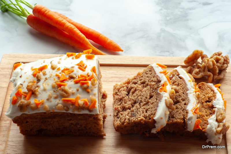 Cake-of-raw-carrot-and-lemon-cashew-frosting
